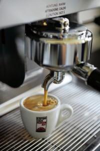 Kaffee brühen, Kaffeehaus, Kaffeehaus Morgenrot, Villa Hundeshagen, Alt-Wiener, Alt-Wiener Kaffeehaus, Kaffeehaus-Stil, Kaffeehaus-Kultur