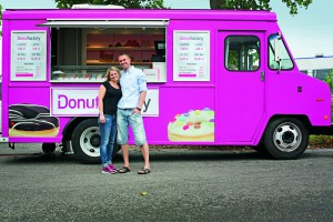 Über 50 Sorten im Angebot, alle Handarbeit: die Donut Factory von Carolin Moos und Markus Fischer
