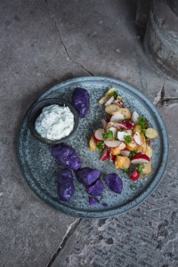 35_Blaue Kartoffeln mit Kräuterquark